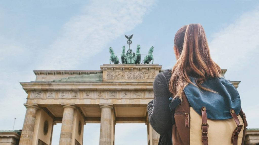 Young girl looking at Brandenburg gate | Critics of the Turin scheme replacement Erasmus say its not accessible to students